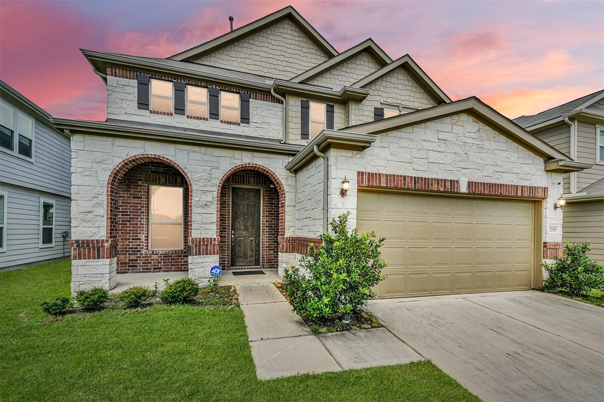 12035 Main Oak Street Property Photo
