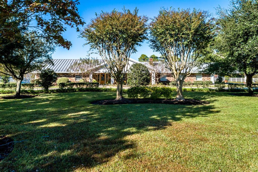 706 Sharon Lane, Baytown, TX 77521 - Baytown, TX real estate listing