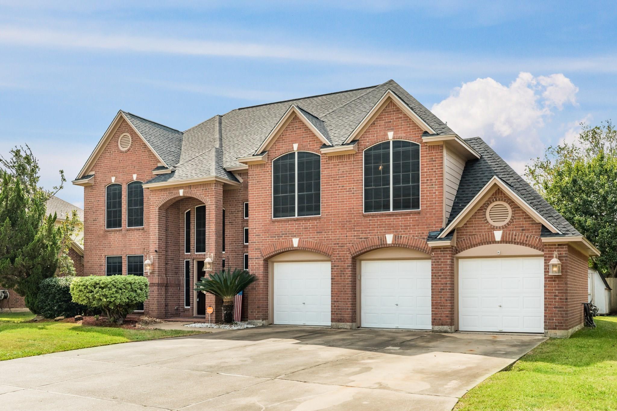 105 Sumac Street Property Photo - Lake Jackson, TX real estate listing