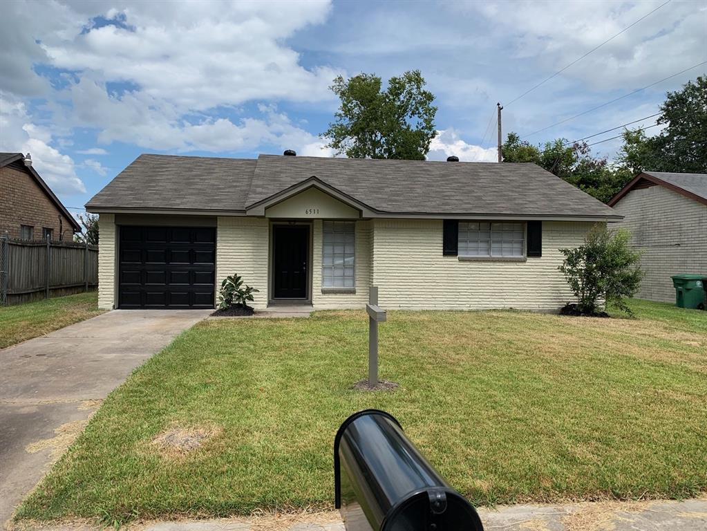 6511 Sandy Oaks Drive Property Photo - Houston, TX real estate listing