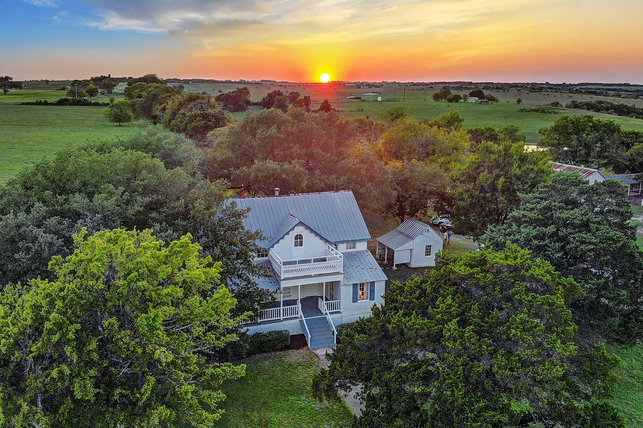 5343 Schilhab Bottom Loop Property Photo - Schulenburg, TX real estate listing