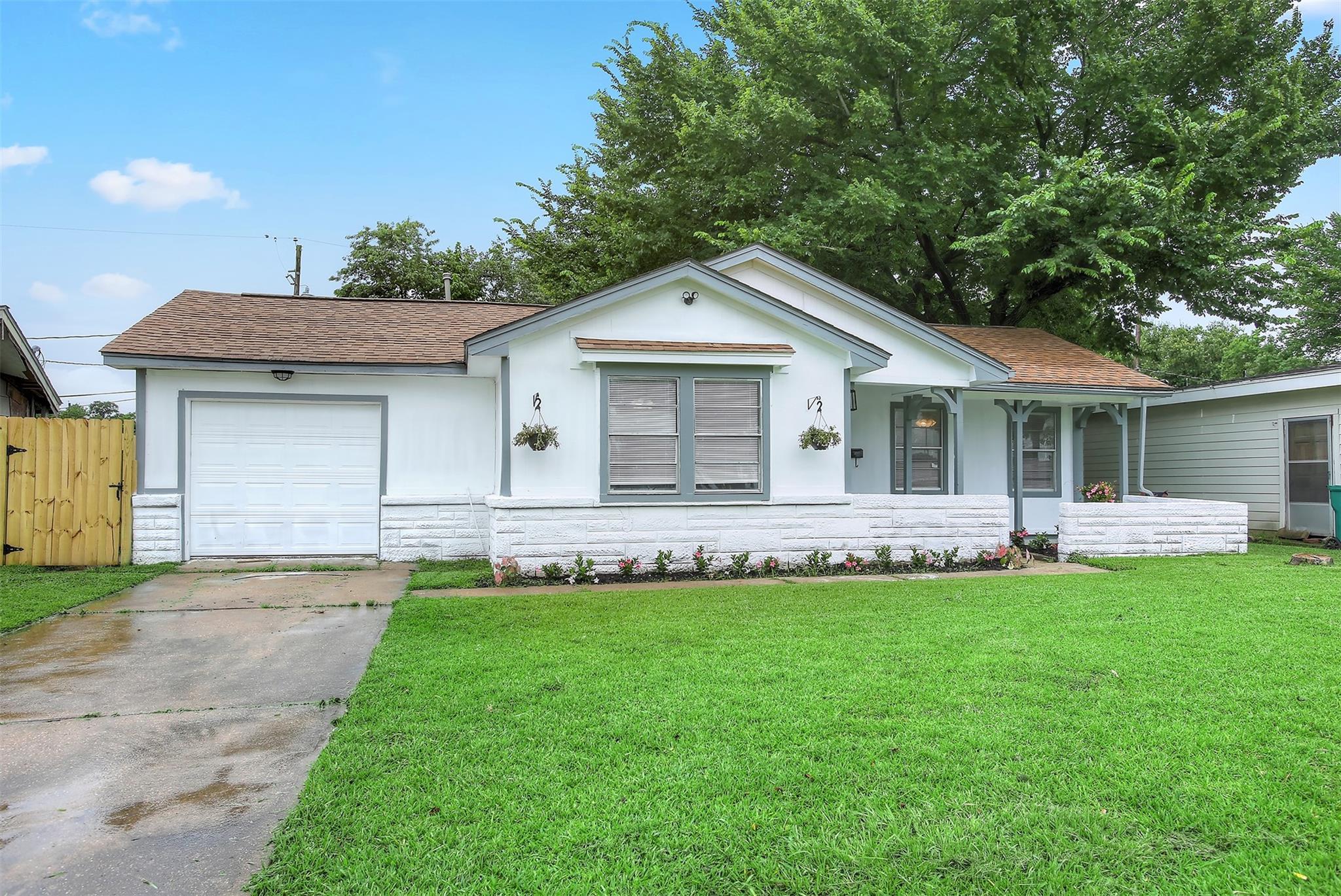 1303 Parkside Drive Property Photo