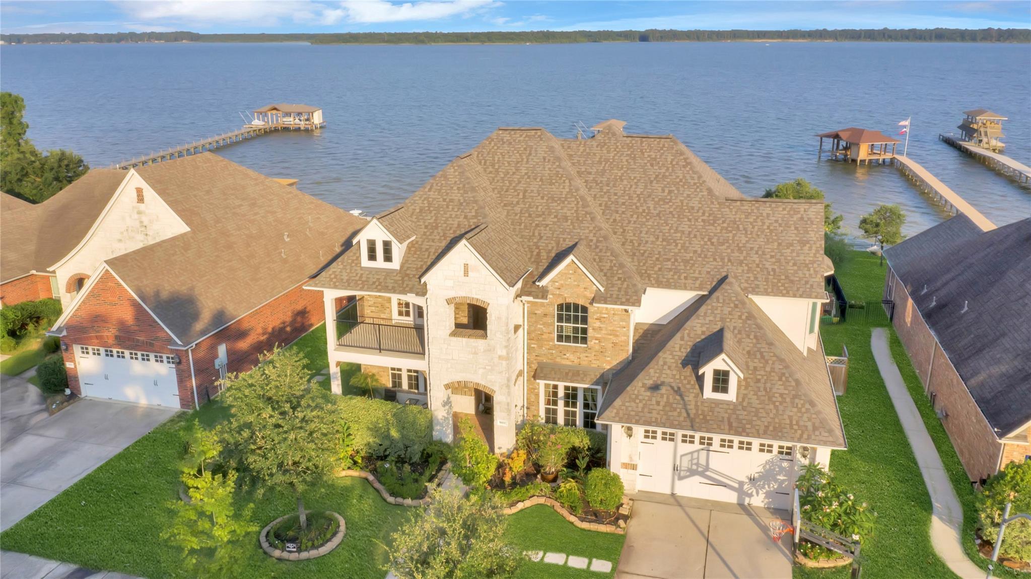 16602 Lake Medina Way Property Photo
