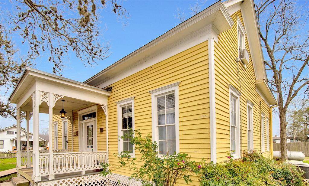 110 E Fayette Street E, Fayetteville, TX 78940 - Fayetteville, TX real estate listing