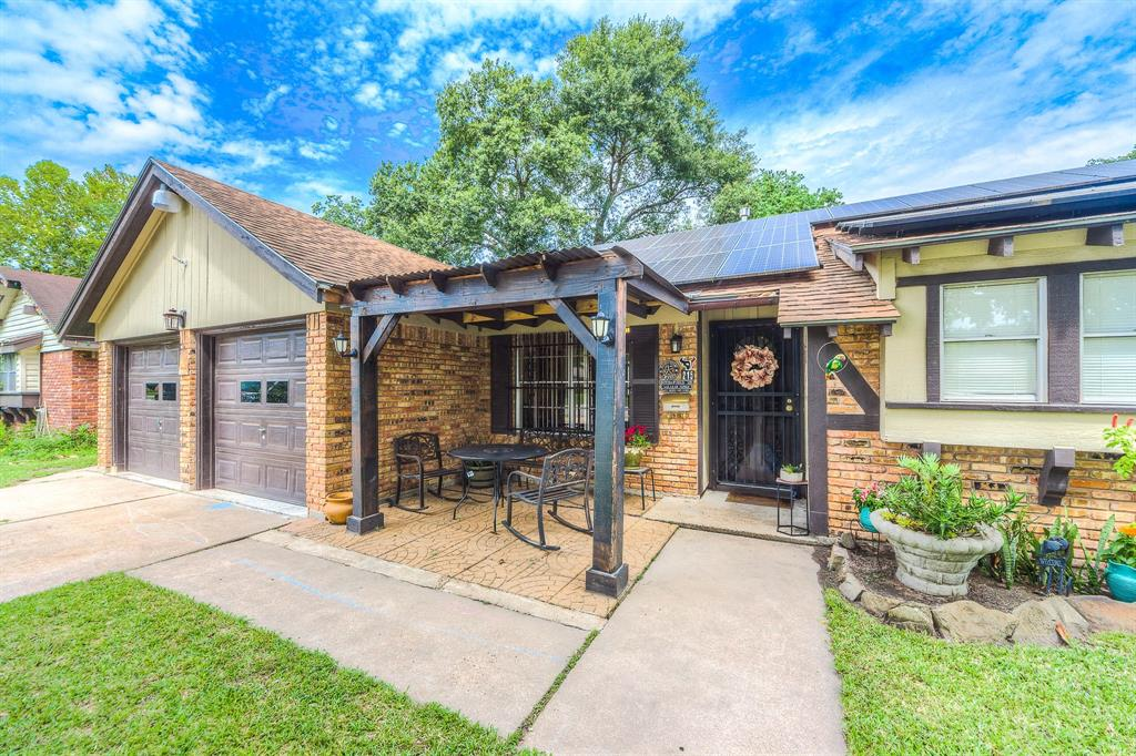 215 Doverfield Drive Property Photo - Houston, TX real estate listing