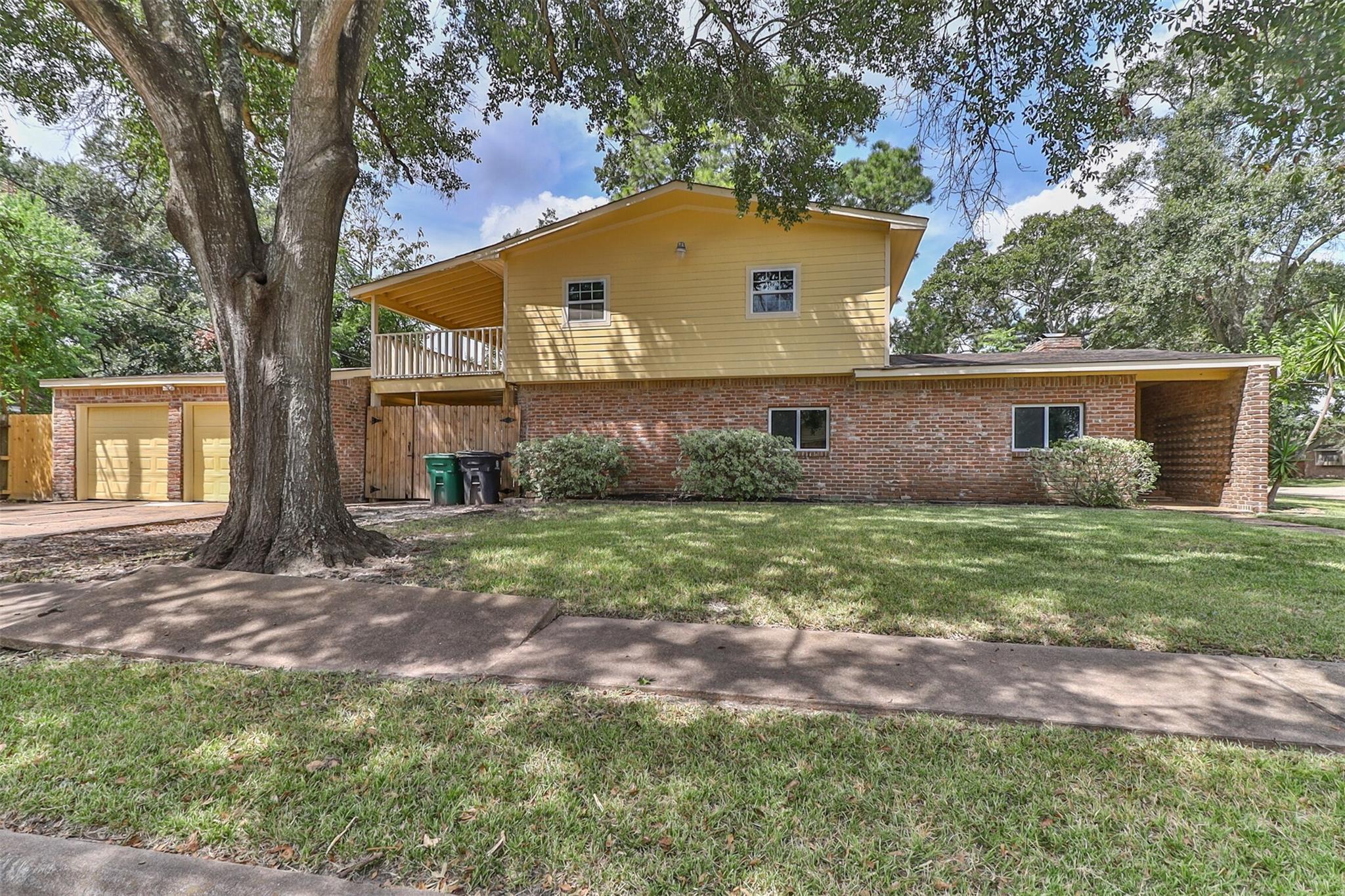 238 Ravenhead Drive Property Photo - Houston, TX real estate listing