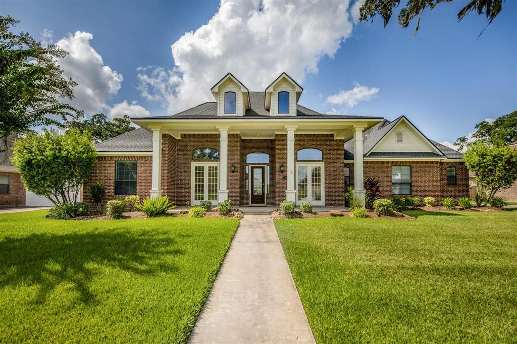 108 Arrowhead Drive, Lake Jackson, TX 77566 - Lake Jackson, TX real estate listing