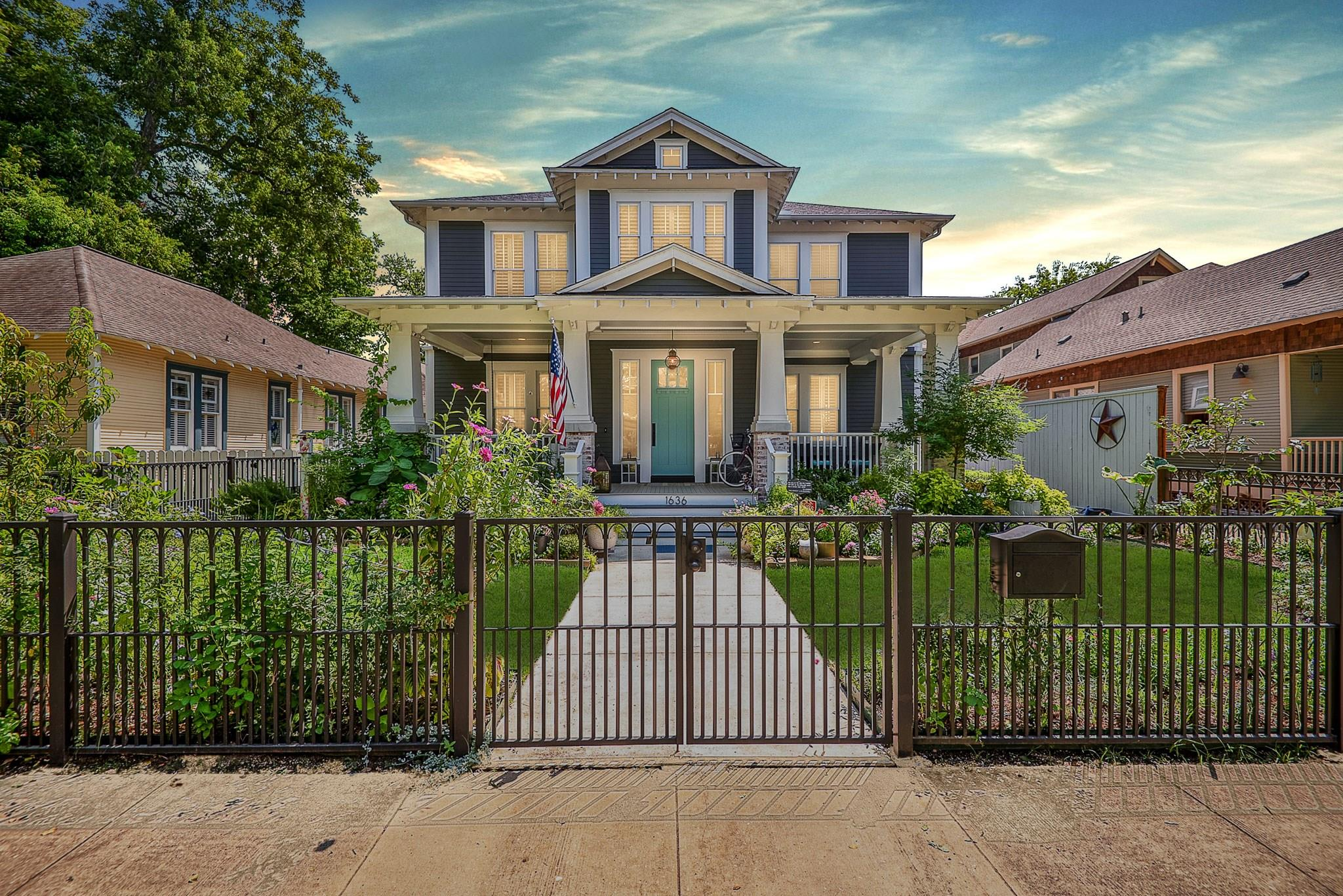 1636 Cortlandt Street Property Photo - Houston, TX real estate listing