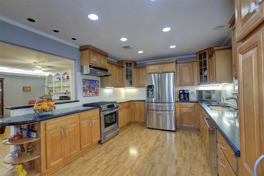 5203 Peach Creek Drive Property Photo - Houston, TX real estate listing