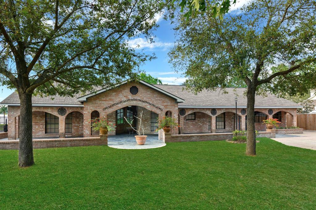 135 N Deer Lake Road, Houston, TX 77336 - Houston, TX real estate listing