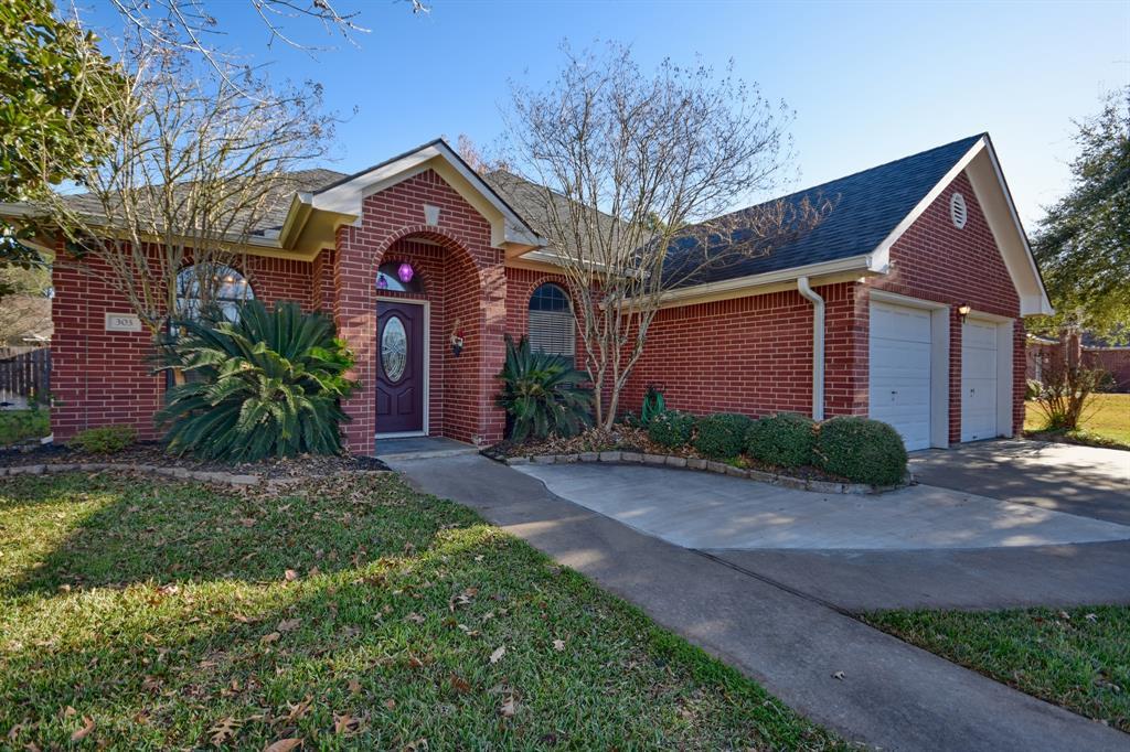 303 Briar Ridge Drive, Bellville, TX 77418 - Bellville, TX real estate listing