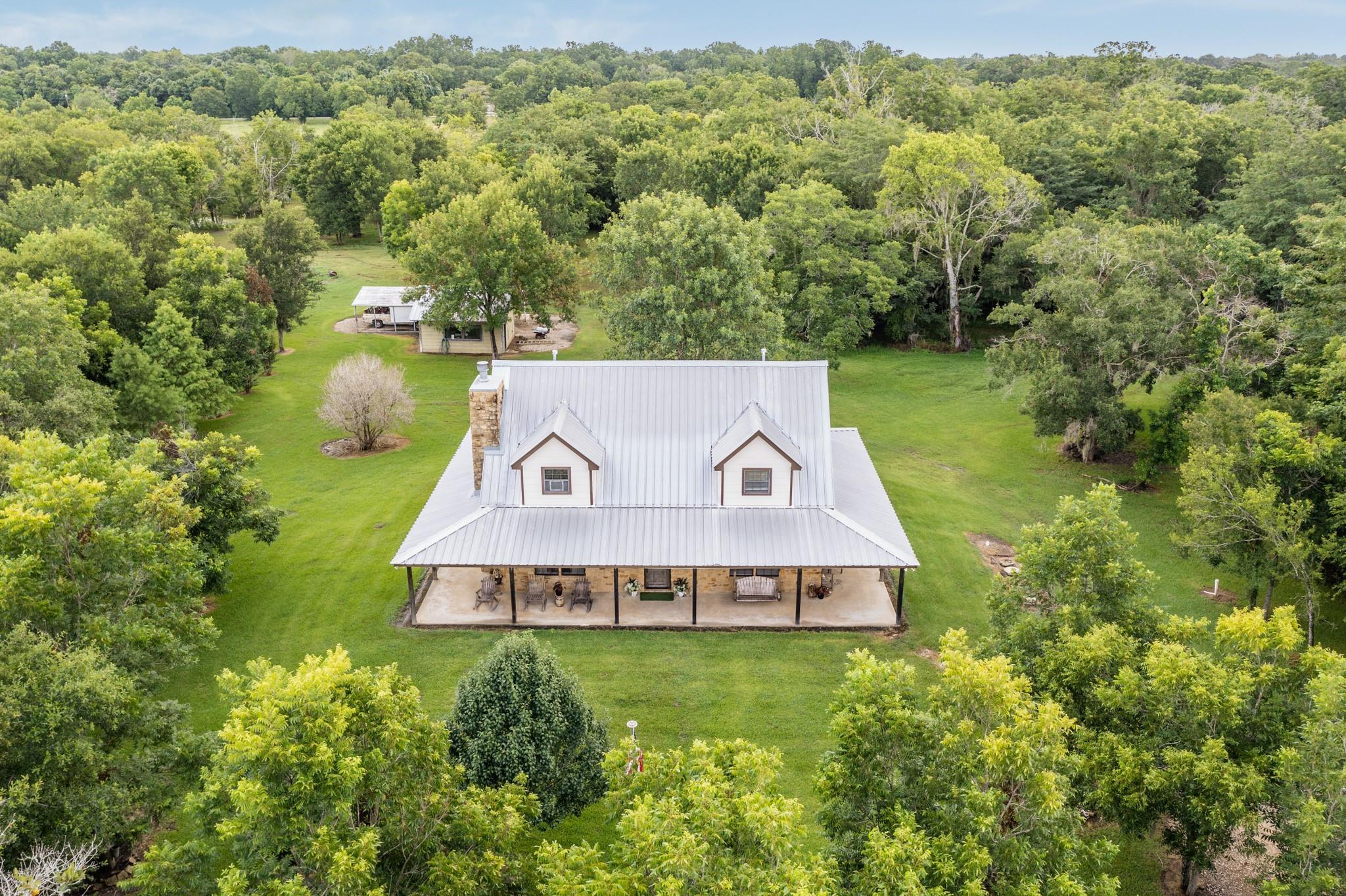 111 Pin Oak Drive Property Photo 1