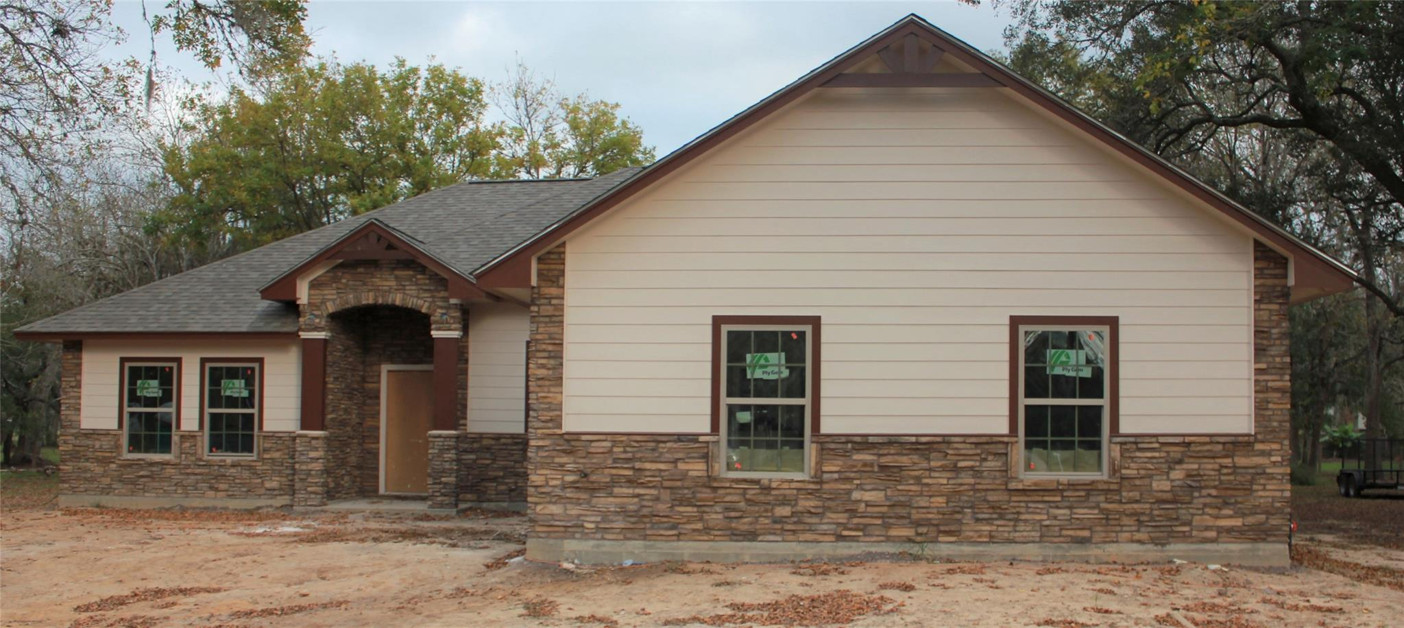 212 N Mahan Street Property Photo - Richwood, TX real estate listing