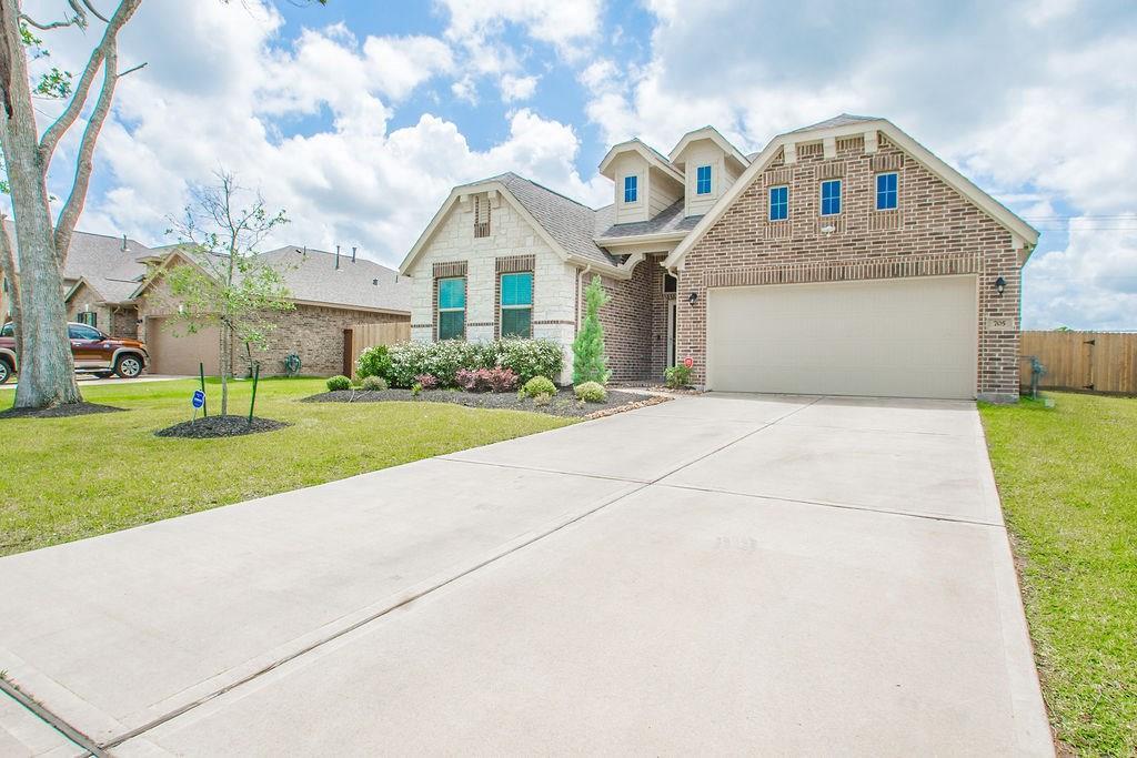 705 Burr Oak Property Photo - Richwood, TX real estate listing