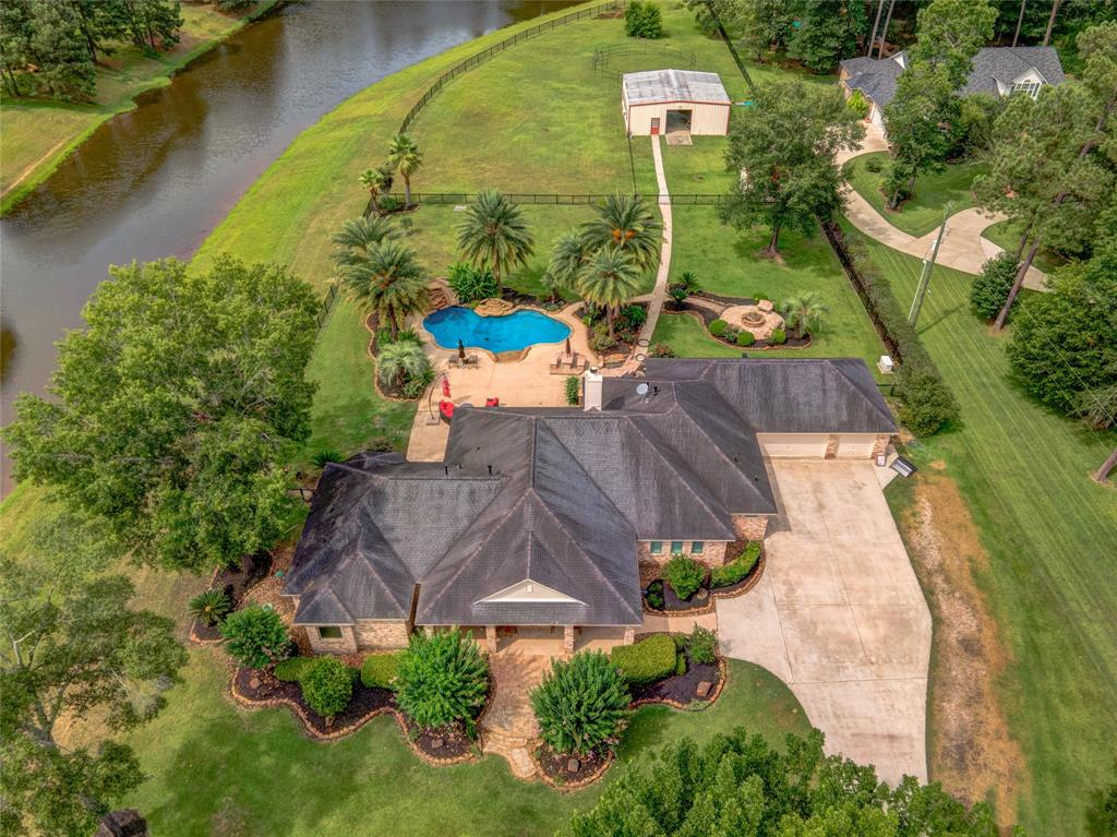 603 Lago Trace Drive Property Photo - Huffman, TX real estate listing