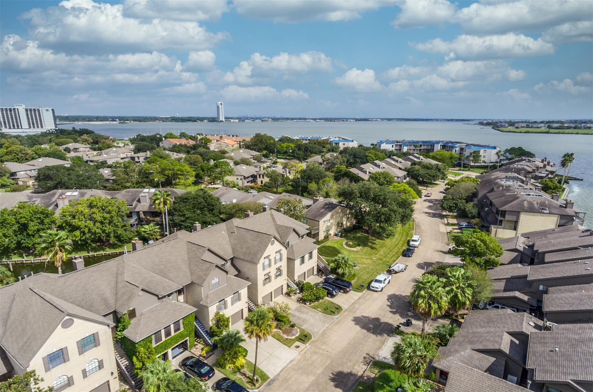 2727 Lighthouse Drive Property Photo - Houston, TX real estate listing