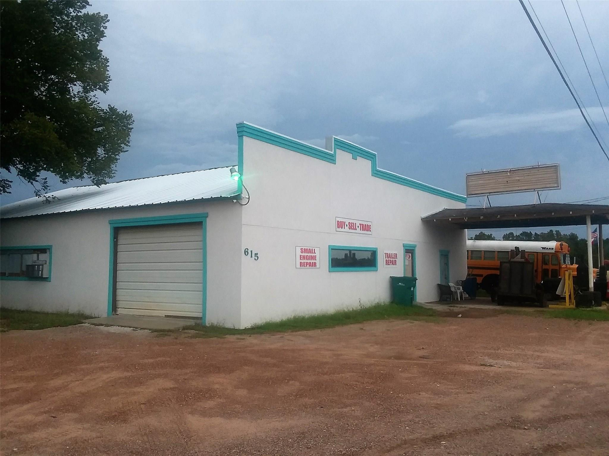 615 & 617 N Highway 75 Property Photo - Willis, TX real estate listing