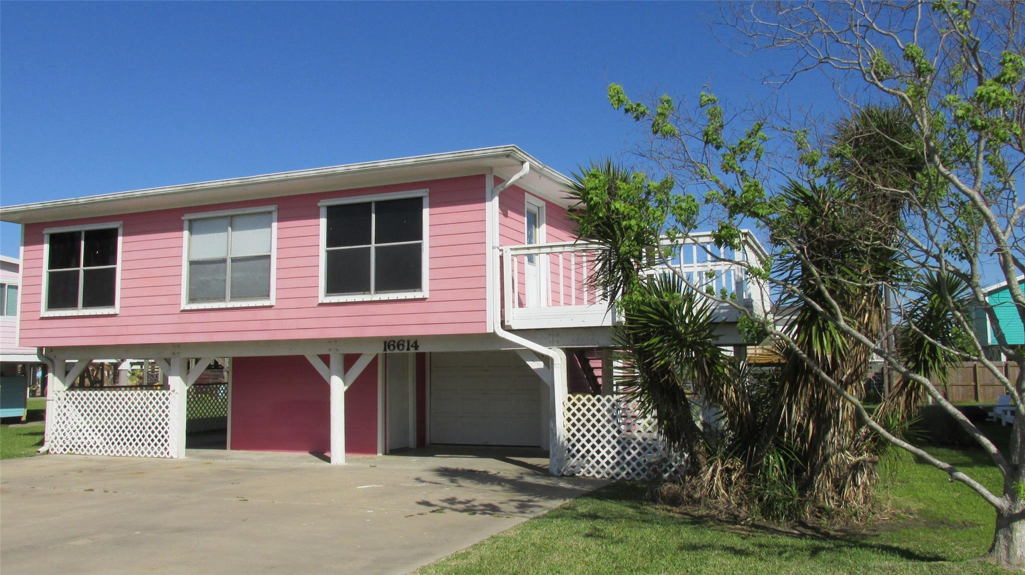 16614 Jolly Roger Road Property Photo - Jamaica Beach, TX real estate listing