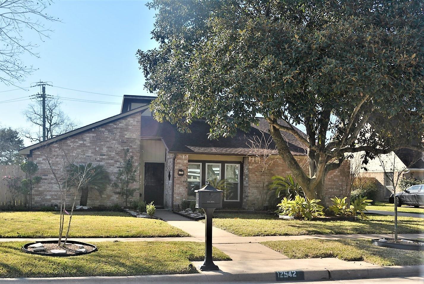 12542 Wrenthorpe Drive Property Photo - Houston, TX real estate listing