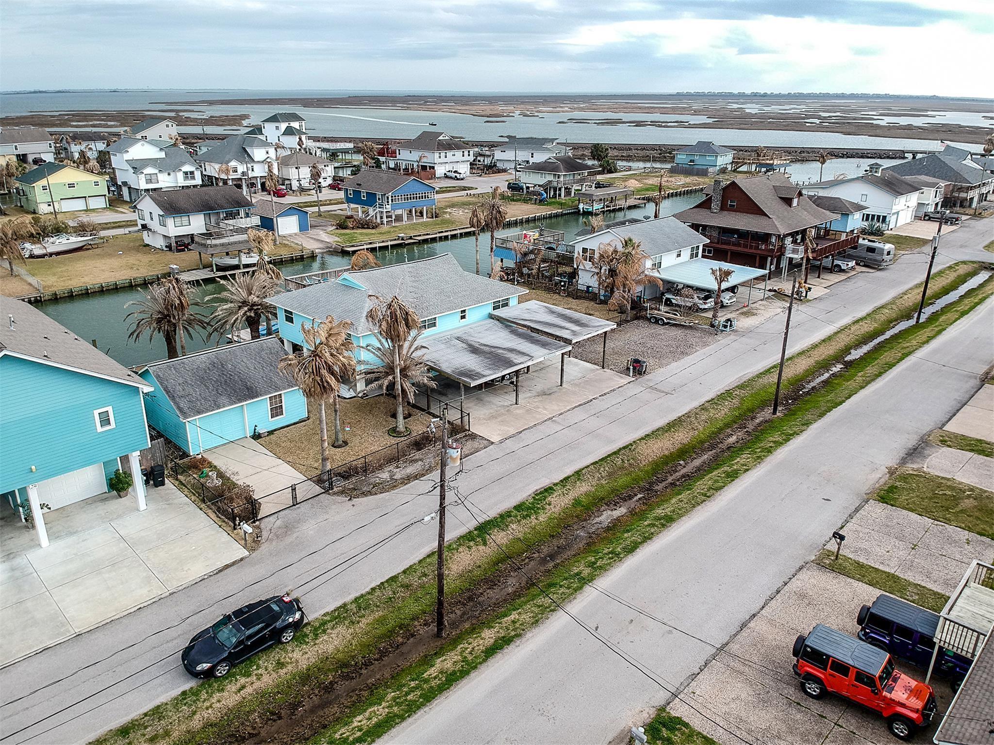 276 Barracuda Street Property Photo - Bayou Vista, TX real estate listing