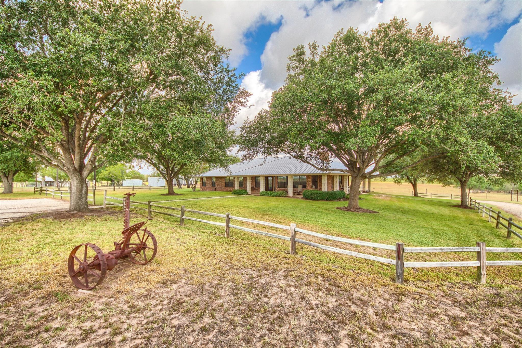 9285 County Road 401 Property Photo - Floresville, TX real estate listing