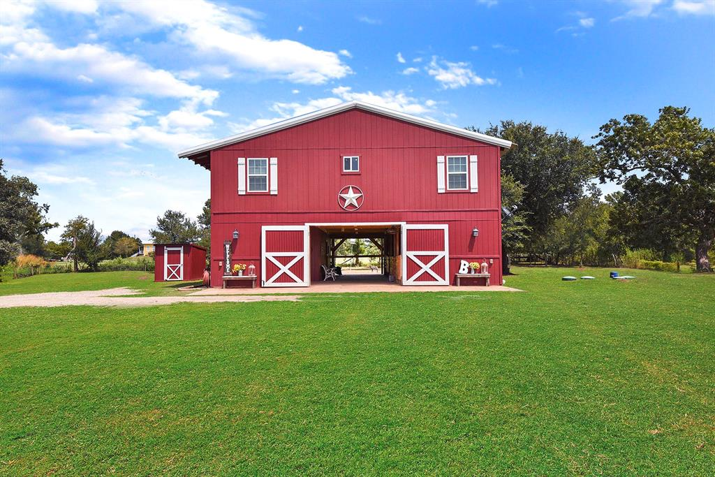 2903 Brundrett Road Property Photo - Wallis, TX real estate listing