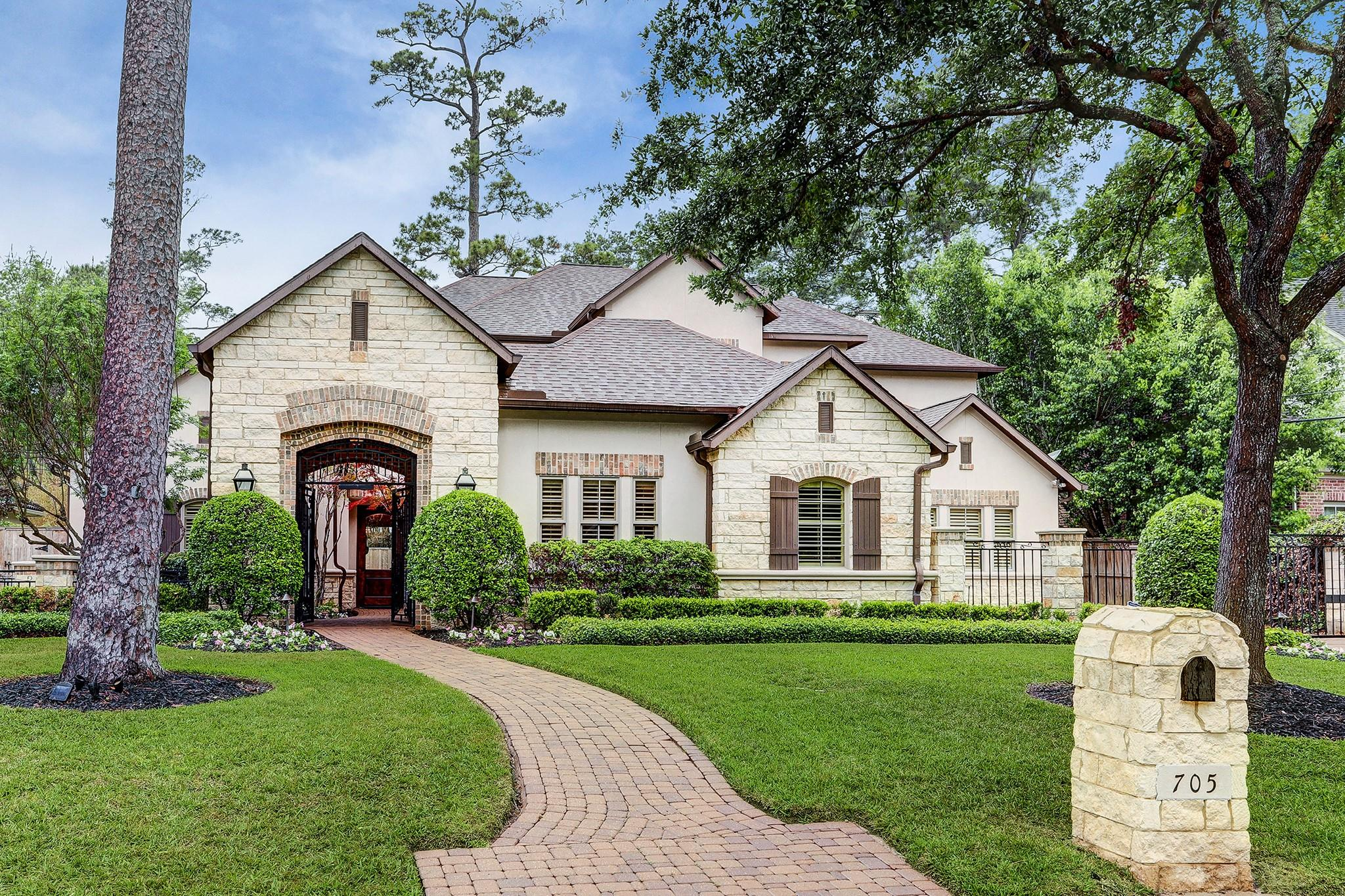 705 W Creekside Drive Property Photo - Hunters Creek Village, TX real estate listing