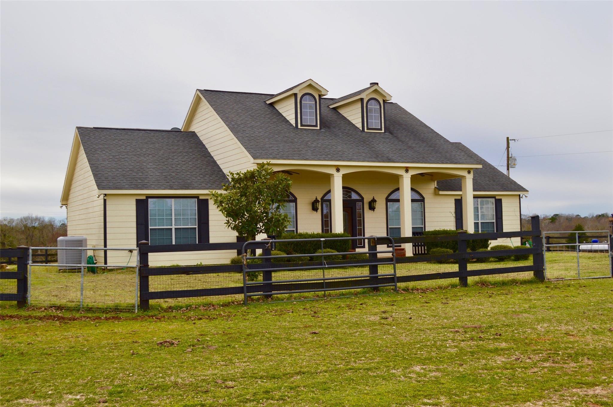 1132 CR 1625 Property Photo - Crockett, TX real estate listing