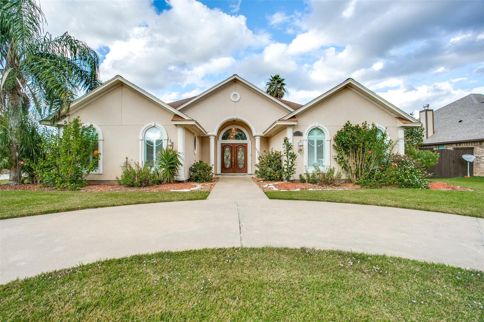 2299 Riverside Drive Property Photo - West Columbia, TX real estate listing
