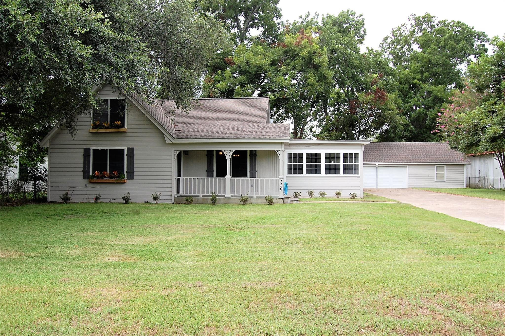 319 E Walnut Avenue Property Photo - Winnie, TX real estate listing