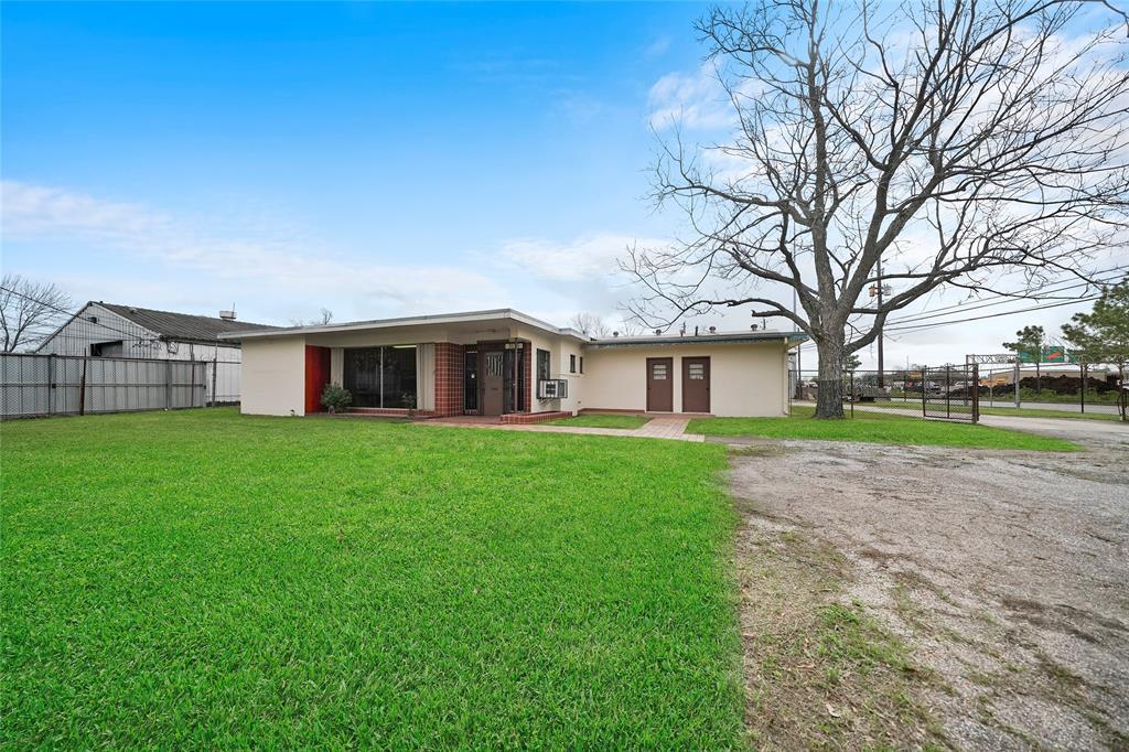 3115 Golfcrest Boulevard Property Photo - Houston, TX real estate listing