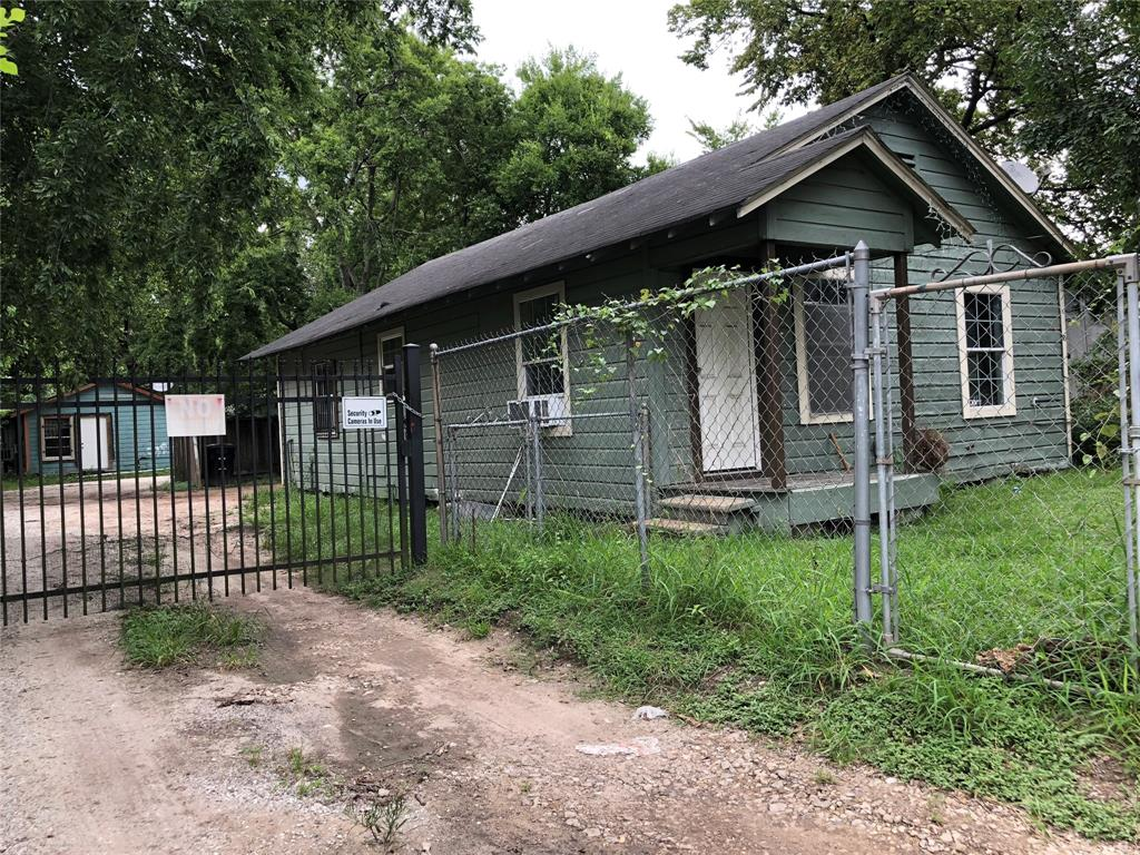 1821 E Crosstimbers Street Property Photo - Houston, TX real estate listing