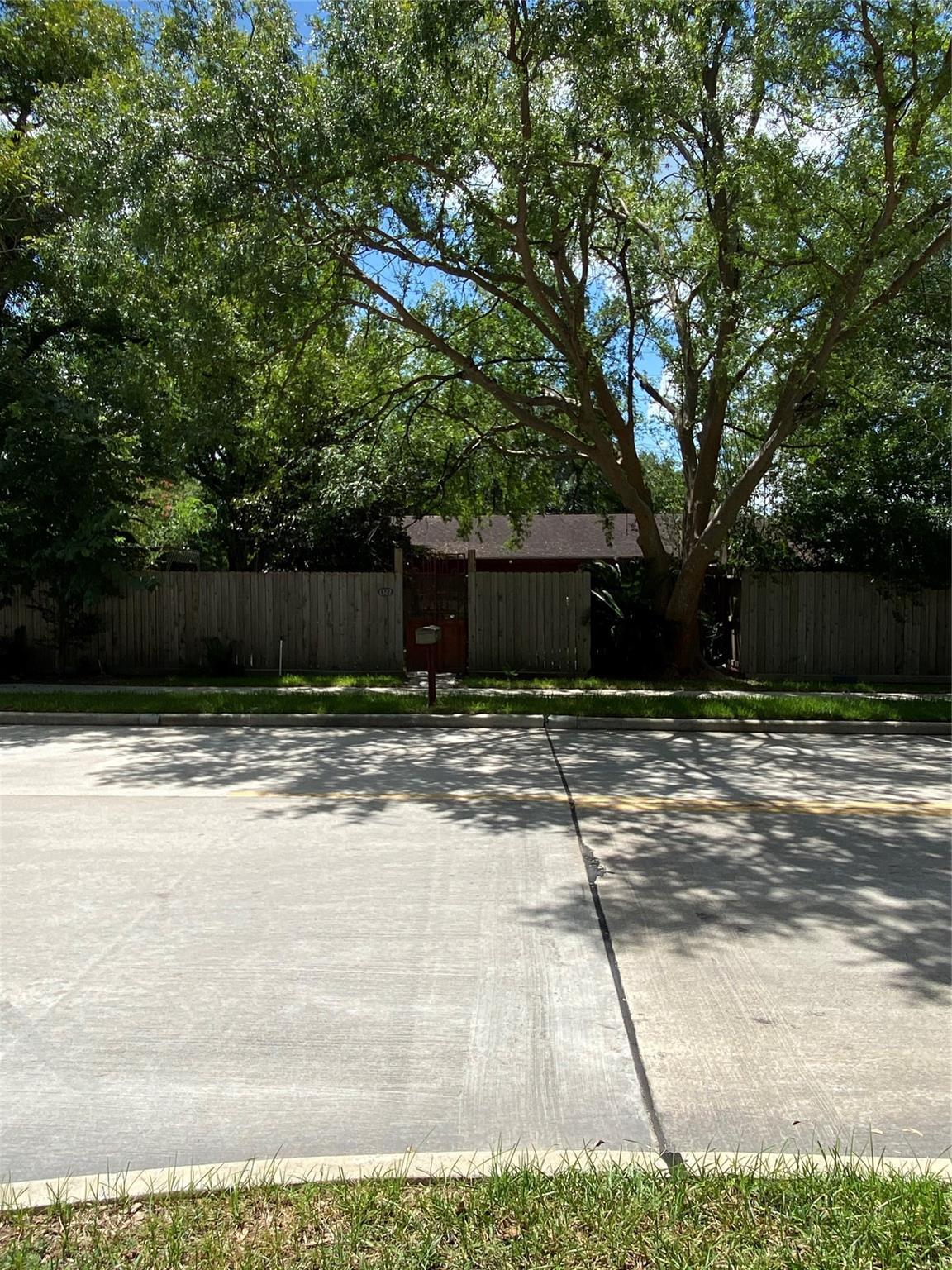 1327 Buescher Street Property Photo - Houston, TX real estate listing