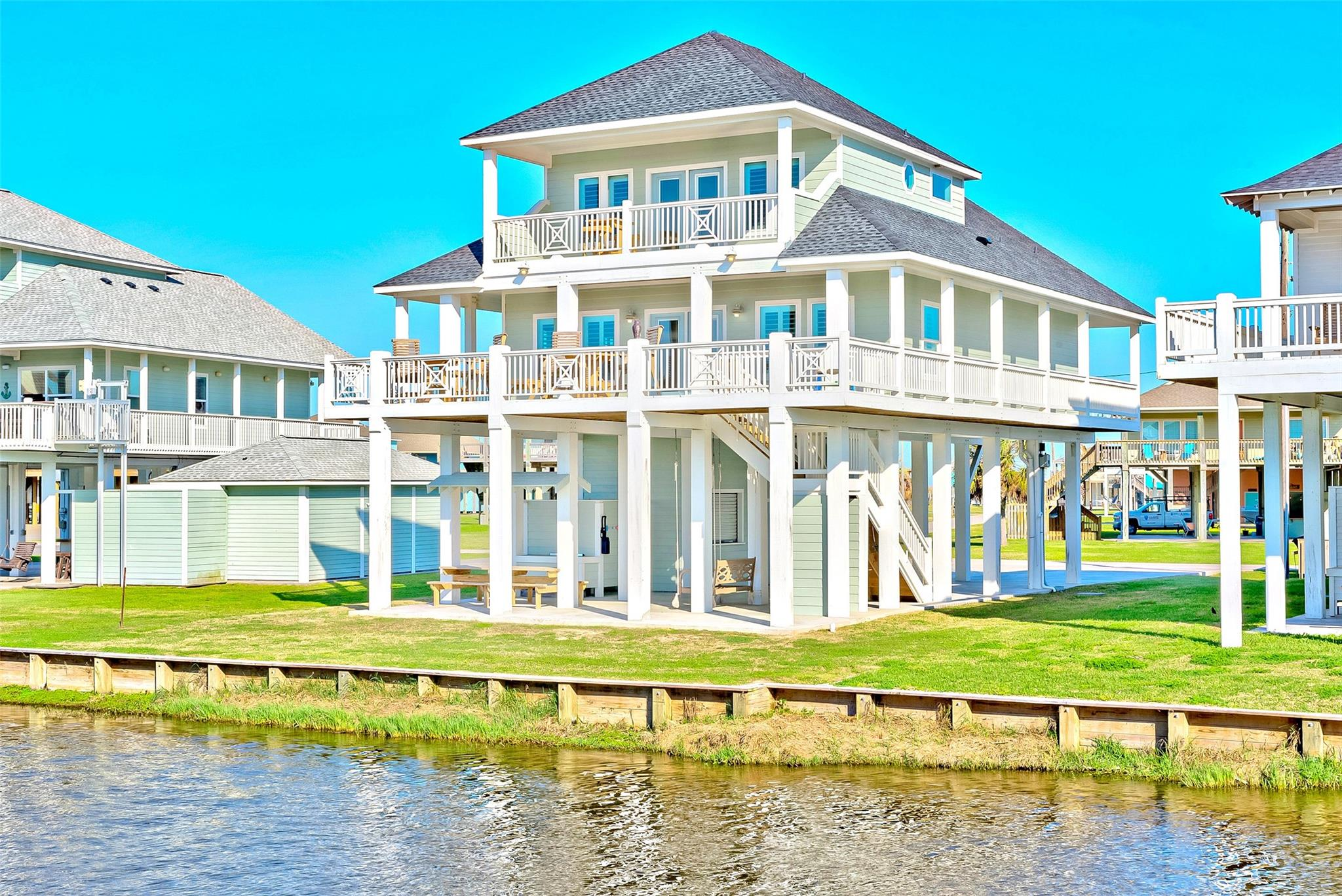 2606 Tide Drive Property Photo - Crystal Beach, TX real estate listing