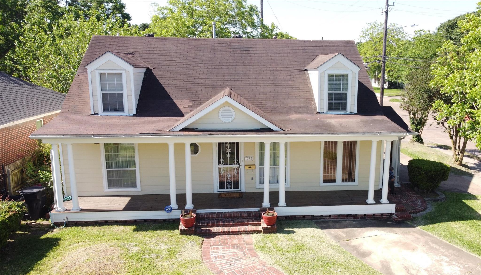 7202 Linden Street Property Photo