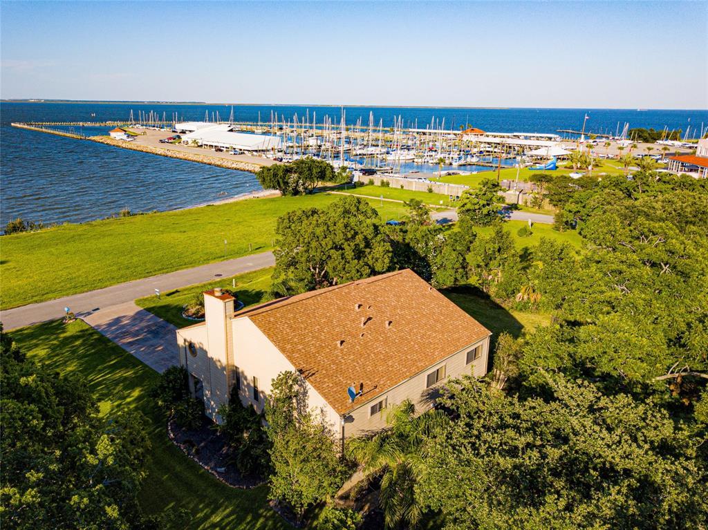 3610 Miramar Drive Property Photo - Shoreacres, TX real estate listing
