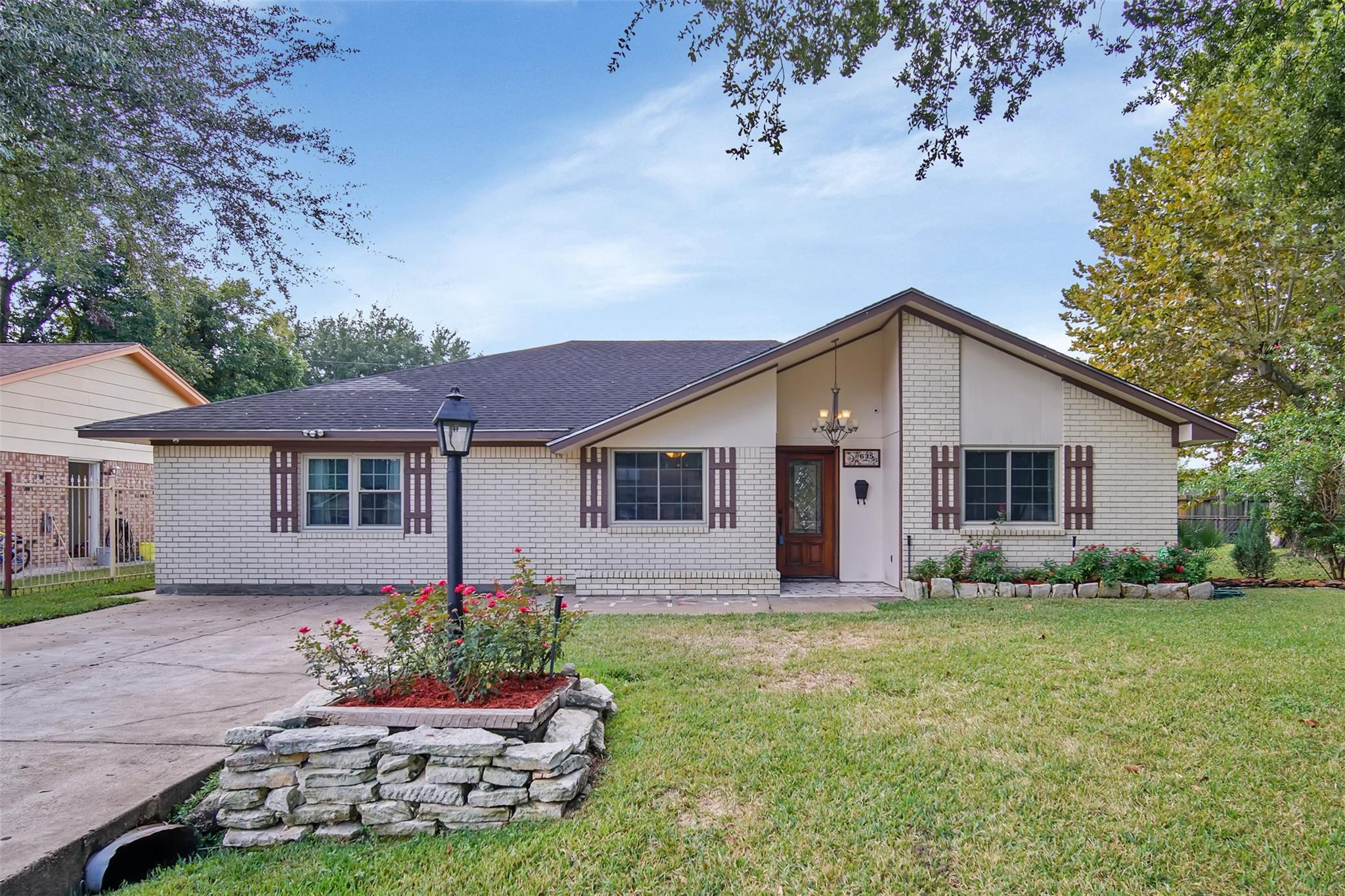 635 Hidden Valley Drive Property Photo - Houston, TX real estate listing