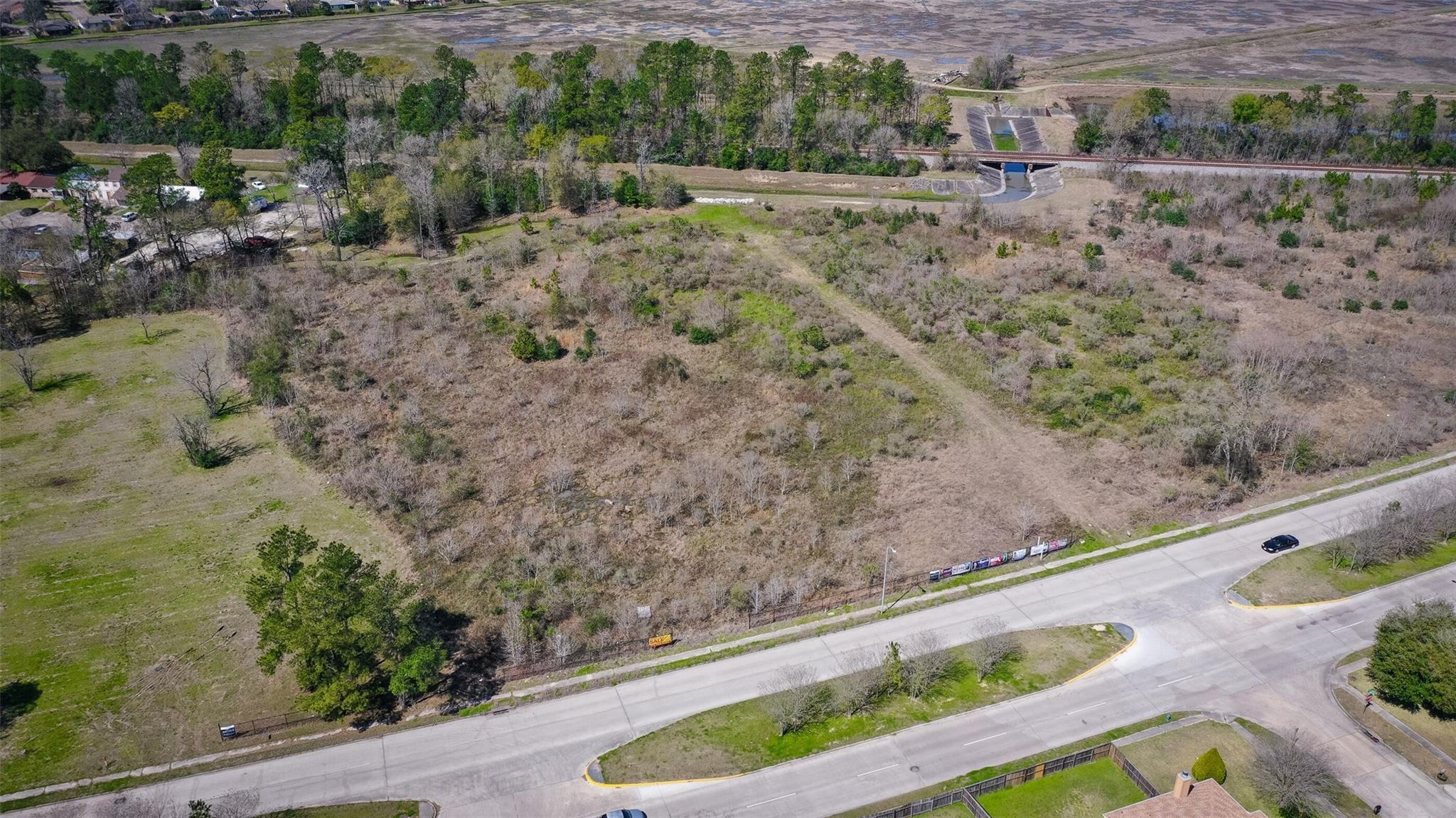 9800 N Wayside Drive Property Photo