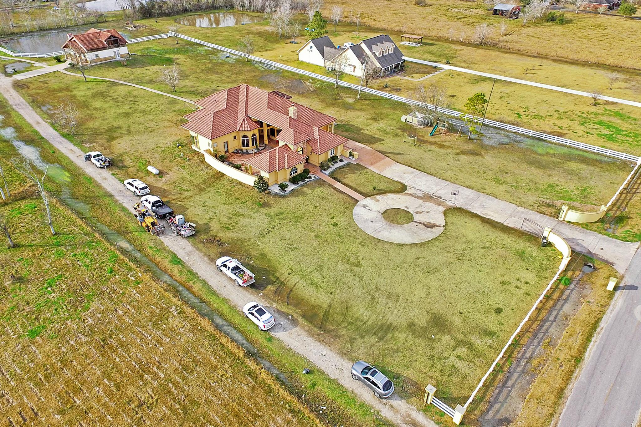 11824 Country Side Dr Property Photo - Rosharon, TX real estate listing