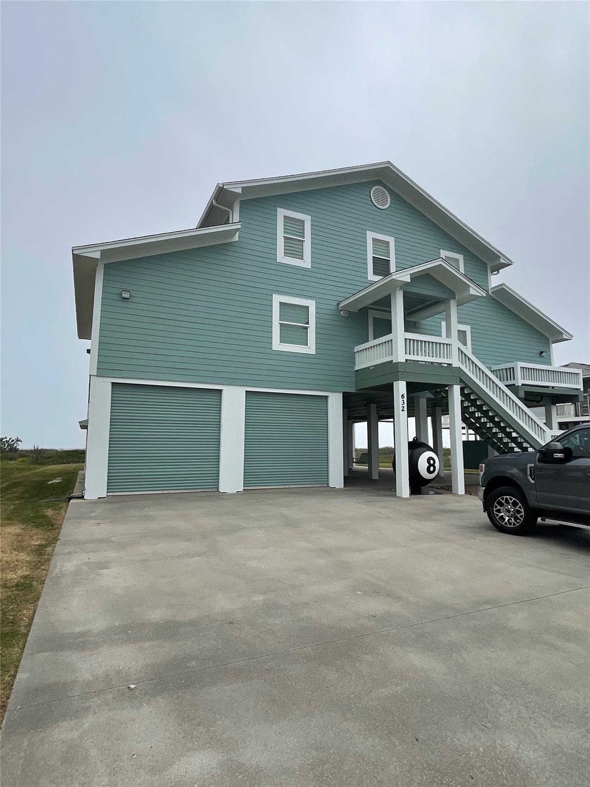 632 Villa Drive Property Photo - Crystal Beach, TX real estate listing