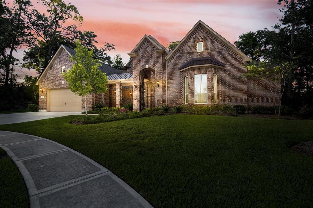 1002 Village Shores Lane Property Photo - Pinehurst, TX real estate listing