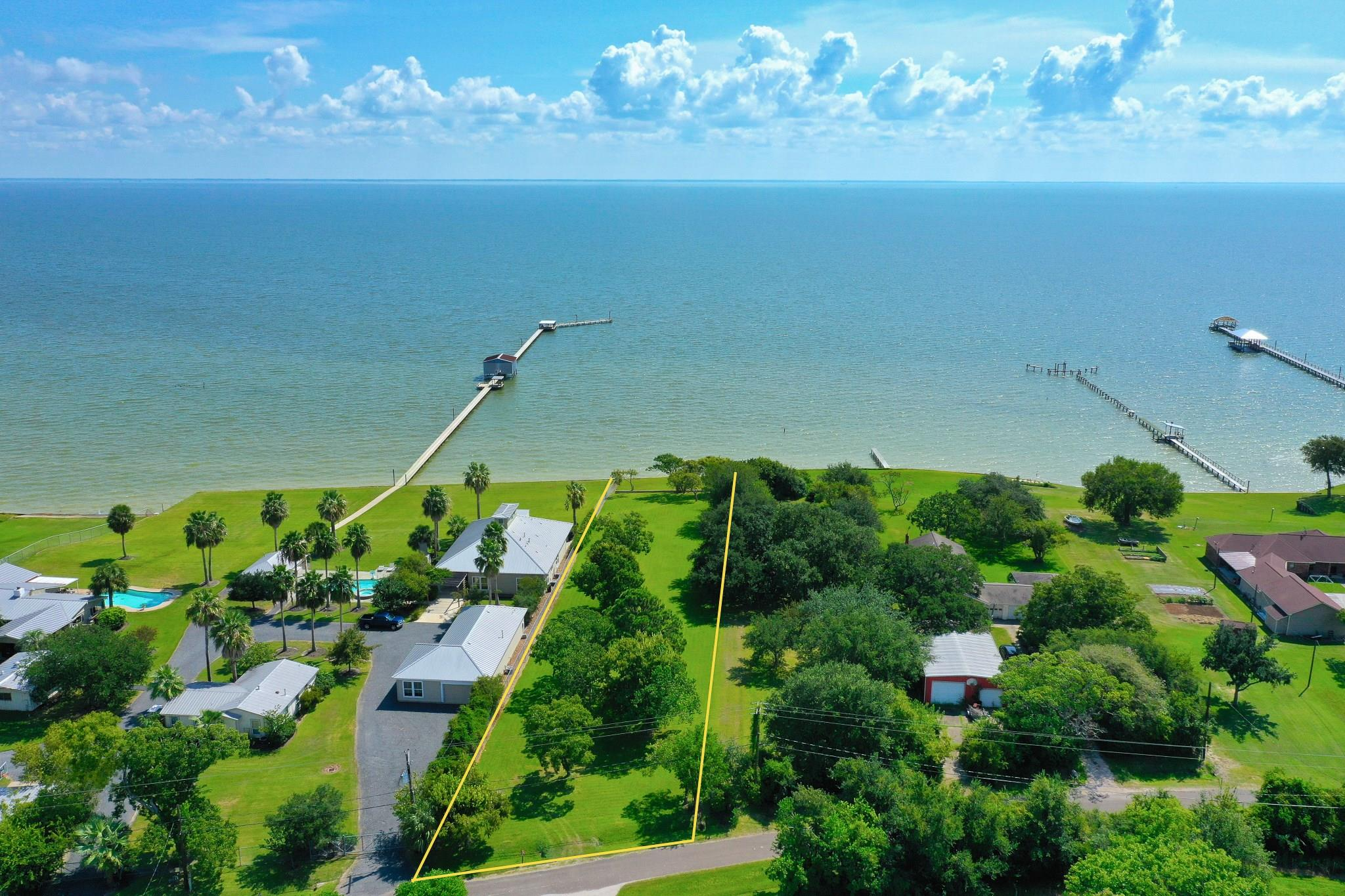 000 Ocean Property Photo - Beach City, TX real estate listing