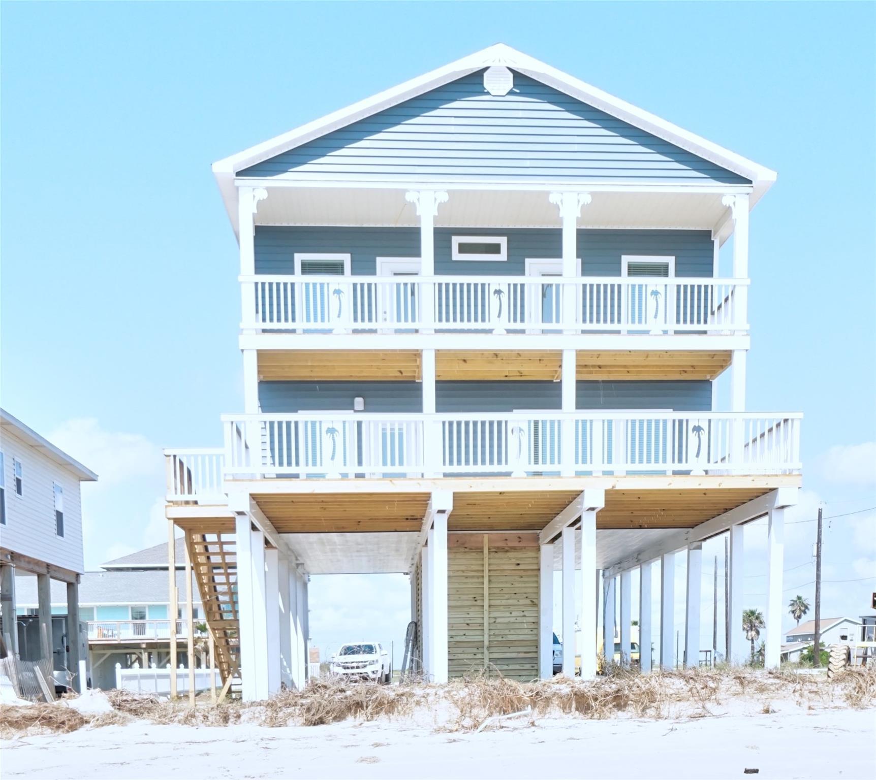 107 W Palm Street Property Photo - Surfside Beach, TX real estate listing
