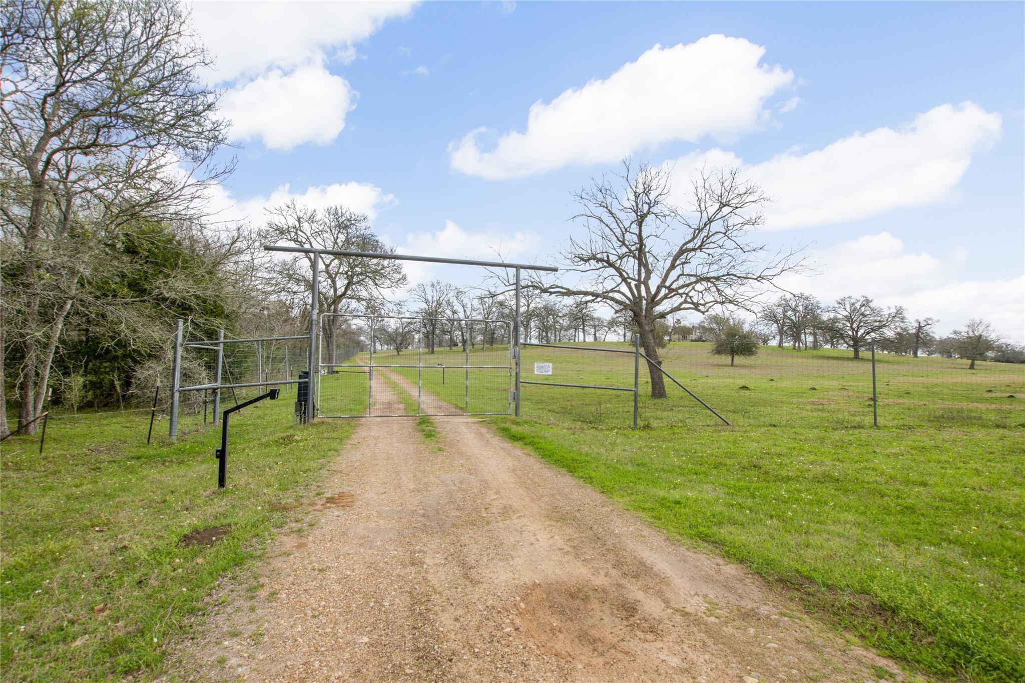 22642 Fm 159 Road Property Photo