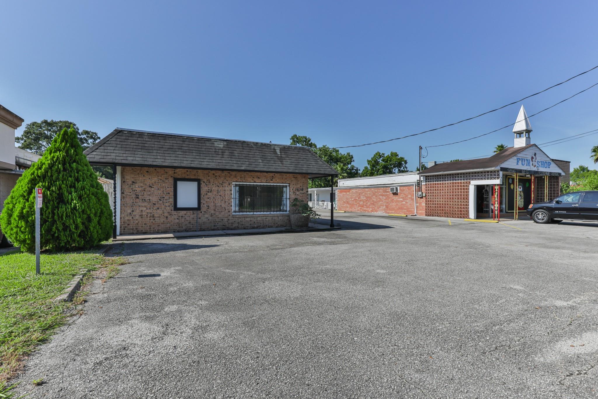1620 Southmore Avenue Property Photo - Pasadena, TX real estate listing