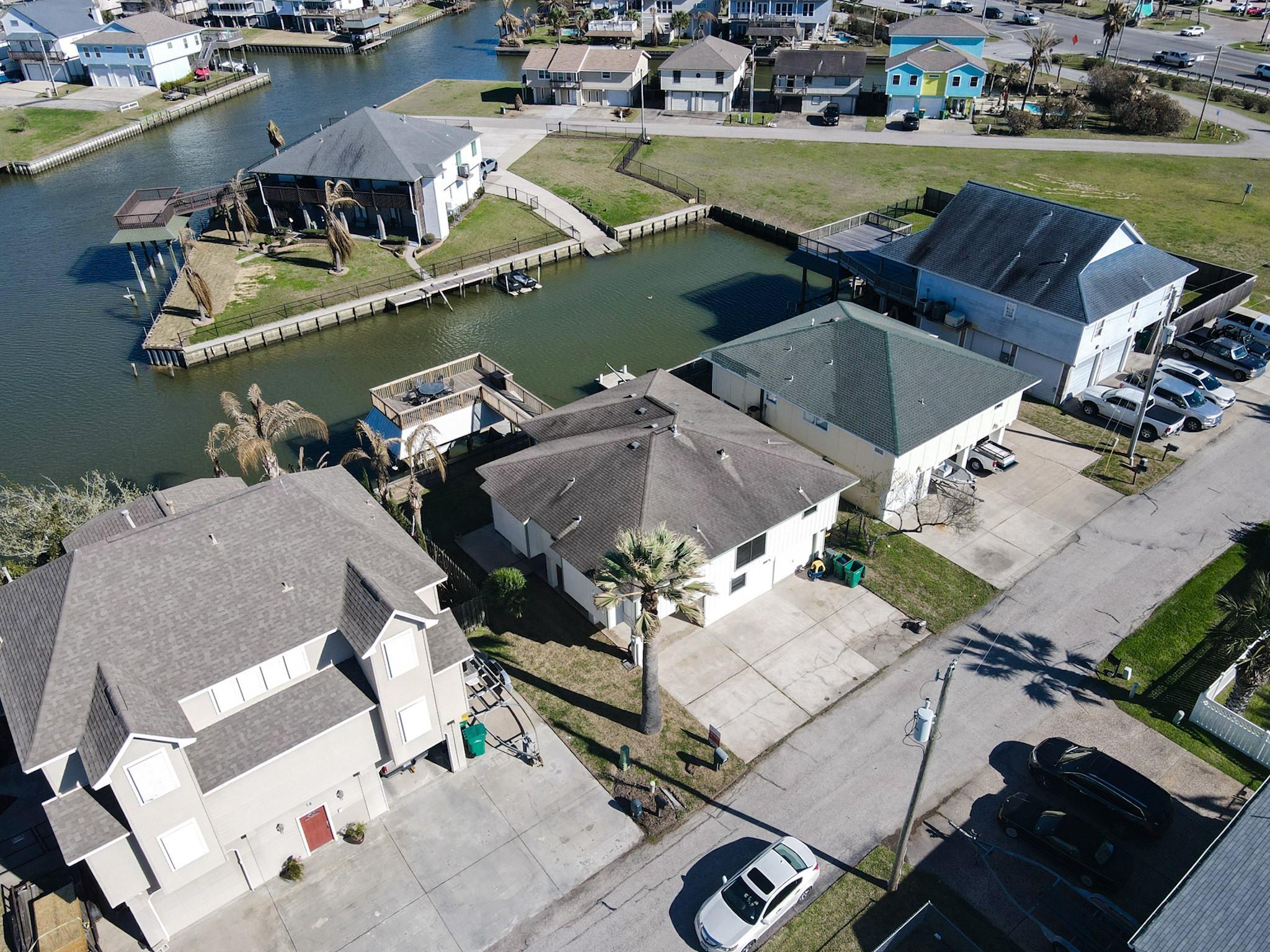 13 S Skimmer Street Property Photo - La Marque, TX real estate listing