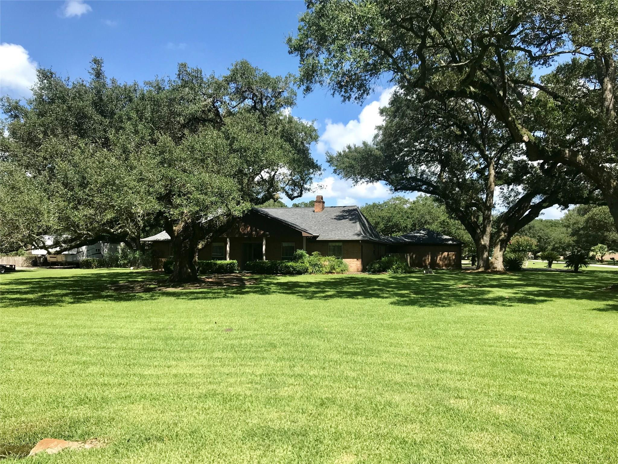 5002 Royce Street Property Photo - Boling, TX real estate listing
