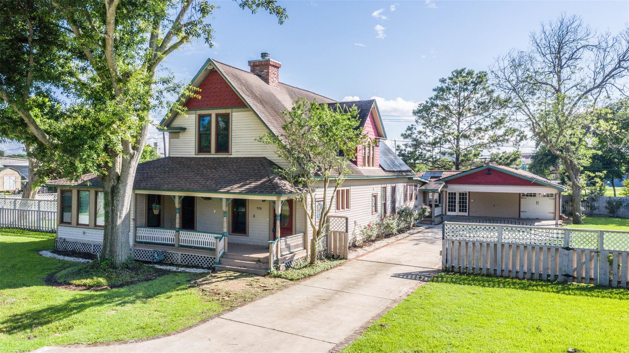 916 S Virginia Street Property Photo 1