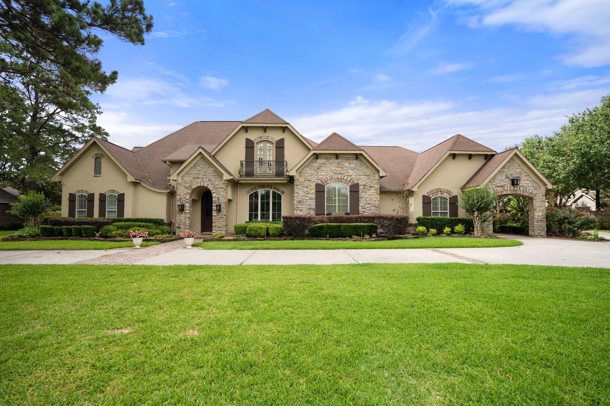 9519 Stonebridge Lake Drive Property Photo 1