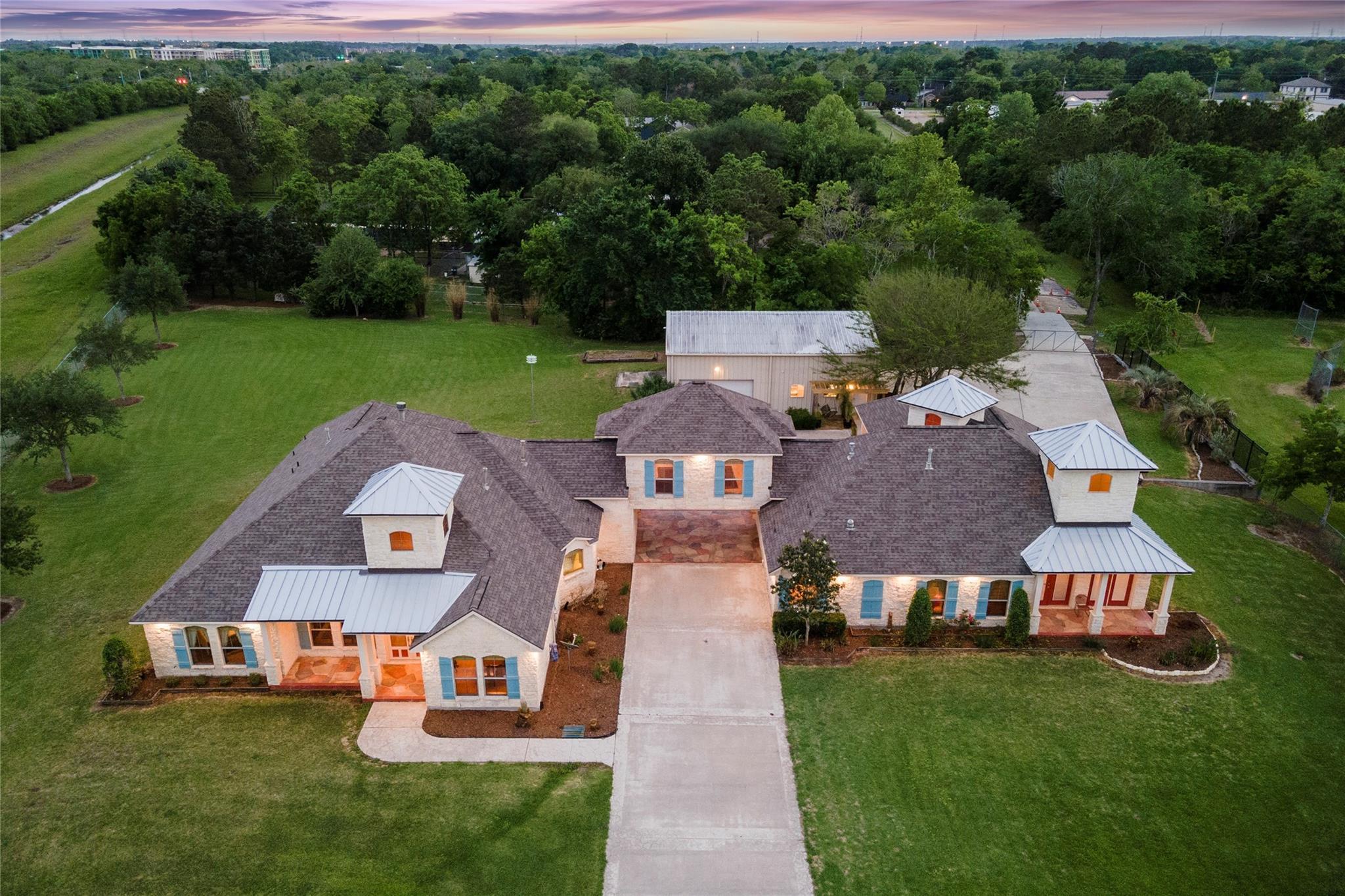 1919 Dellore Lane Property Photo - League City, TX real estate listing